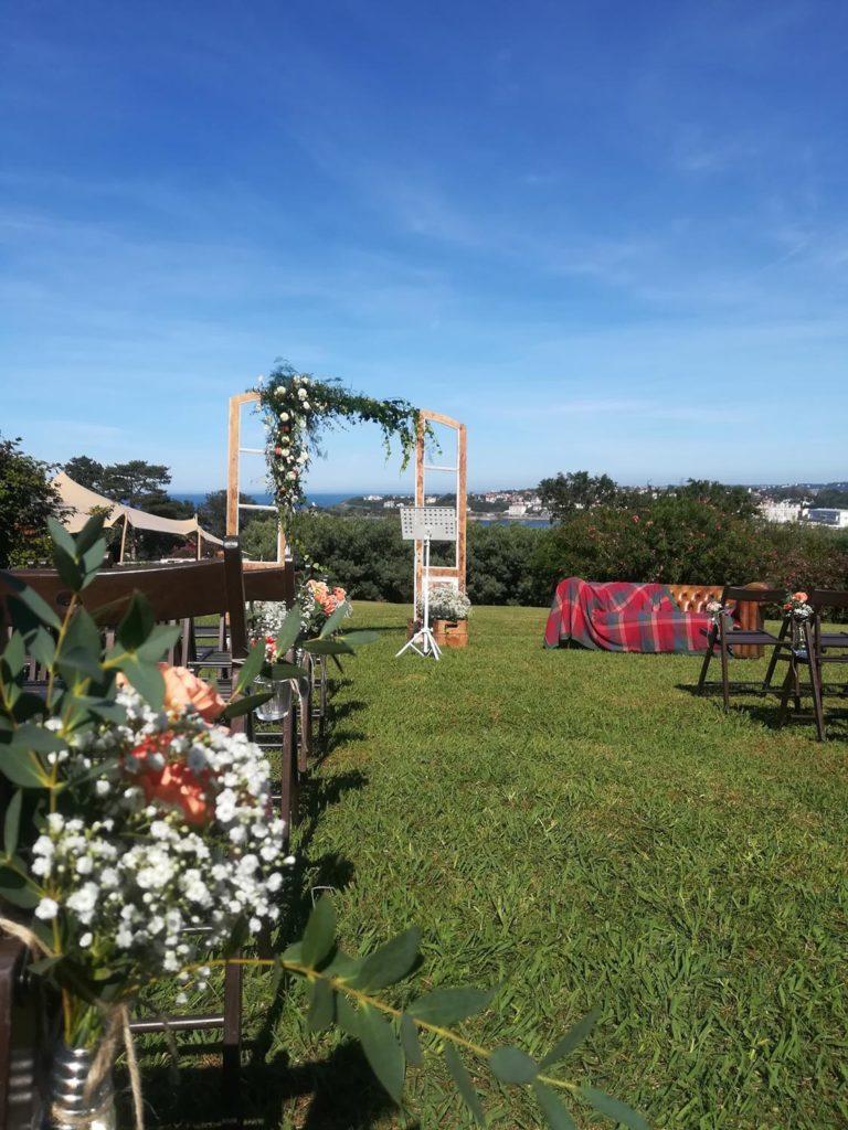 Mariage champêtre à Ciboure - fleuriste pays basque - rouge pivoine