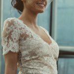 La petite mariée de Sopite, créatrice de robe de mariée, partenaire de la fleuriste Rouge pivoine